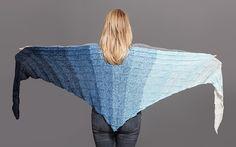 Lækkert sjal strikket i Mayflowers 3 eller 4. Denne kvalitet er med lange farveskift, og består af 50% Akryl og 50%
