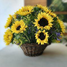 Happy Flowers, Pretty Flowers, Silk Flowers, Dried Flowers, Basket Flower Arrangements, Floral Arrangements, Sunflower Party, Sunflowers And Daisies, Summer Centerpieces