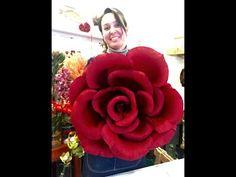 Mega rose in carta crespa (tutorial) - YouTube