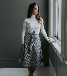 Model is 5'9 wearing size MEDIUM Checkered print midi skirt with wrap bow and button front opening (lined skirt) Anthropologie Brand S: 0-2, Medium: 4-6, L: 6-8 If you're in between sizes we recommend