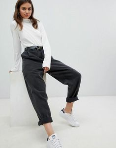 Shop ASOS DESIGN tapered boyfriend jeans with curved seams and belt in washed black. With a variety of delivery, payment and return options available, shopping with ASOS is easy and secure. Shop with ASOS today. Pantalones Boyfriend, Vaqueros Boyfriend, Ripped Boyfriend Jeans, Ripped Jeggings, Ripped Skinny Jeans, Outfit Jeans, Black Mom Jeans Outfit, Women's Jeans, Asos