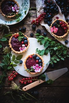 Tartellette con curd ai frutti di bosco-Mixed berry curd tartelettes - Frames of sugar-Fotogrammi di zucchero