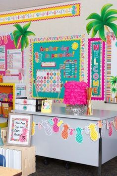 Pineapples everywhere! This happy and vibrant look will brighten up any classroom—you'll practically feel the tropical breezes every time you walk through the door.