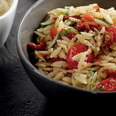 Orzo with two tomatoes INGREDIENTS 2 chopped garlic cloves 1 cup of grape tomatoes cut in half 2 tablespoons of olive oil 8 oz of . Pasta Salad For Kids, Healthy Pasta Salad, Salad Recipes Video, Pasta Salad Recipes, Italian Dressing Pasta Salad, Feta, Salads For A Crowd, How To Cook Rice, Cold Meals