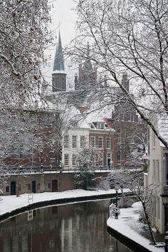 Oudegracht in Winter. Utrecht, Nederland. Photo: Martijn W on Flickr.