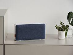 kék. A MOVEit Wi Fi & Bluetooth minden szobádba zenét varázsol. Szóljon egy dal a nappaliban, egy másik a konyhában, vagy ugyanaz minden helyiségeben. A Multi Room System hat MOVEit Wi Fi & Bluetooth készüléket irányít, külön zenével, hangerővel. Kapcsolj össze több készüléket egy helyiségen belül, a tökéletes zenei élményért. SACKit Player App-al. Egyetlen feltöltéssel 12 órán át használhatod. 4.0, micro USB. NFC. AUX. Lemerült a telefonod? Csatlakoztasd a hanszóródhoz. Floor Chair, Wifi, Bluetooth, Flooring, Design, Furniture, Home Decor, Decoration Home, Room Decor