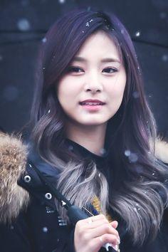 Love the long dark hair with what looks like a leather jacket The Long Dark, Long Dark Hair, Nayeon, Beautiful Asian Girls, Beautiful Women, Girl Korea, Cute Baby Dolls, Famous Girls, Cute Korean