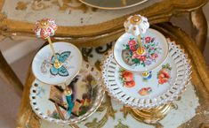 Wie süß sind diese Etageren? Vintage Cake Stands, Cupcakes, Floral Arrangements, Centerpieces, Tray, Homemade, Create, Gifts, Collection