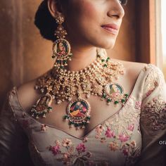Bridal Jewelry Antique portrait necklace with kundan work ! Indian Wedding Jewelry, Indian Bridal, Indian Jewelry, Royal Jewelry, Gold Jewellery, Handmade Jewellery, Antique Jewellery, Earrings Handmade, Long Pearl Necklaces