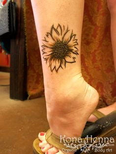 15 Super Ideas For Tattoo Ankle Lotus Tat Ankle Henna Tattoo, Ankle Tattoo Cover Up, Flower Cover Up Tattoos, Leg Henna, Simple Henna Tattoo, Flower Tattoo On Ankle, Hand Henna, Henna Tattoos, Henna Art