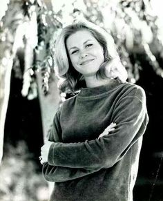 """Elizabeth Montgomery (Born: Elizabeth Victoria Montgomery, April 15, 1933, Los Angeles, CA, USA; Died: May 18, 1995 - Beverly Hills, CA, USA) as Samantha Stephens on """"Bewitched"""""""