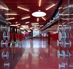 Teruel-Zilla: Mi5 Arquitectos y PKMN Architectures revitalizan el espacio público de la capital aragonesa. - diariodesign.com Basketball Court, Zilla, Tower, Architecture, Pac Man, Architects, Space, Arquitetura, Rook