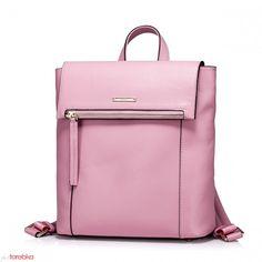 Różowy plecak z ozdobnym zamkiem
