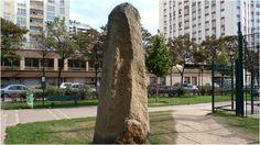 Au 133 de la rue Vercingétorix Paris 75014 dans un petit square, se trouve un étonnant menhir.Sur une plaque au sol on peut déchiffrer : « Ce menhir offert à la ville de Paris à l'initiative de la Chambre de Commerce et d'Industrie du Morbihan et réalisé par sept granitiers bretons ».