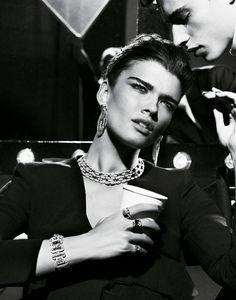 Vogue Paris, mai 2012 Crystal Renn photographiée par Giampaolo Sgura pour la série bijoux Premiers Rôles du numéro de mai 2012 de Vogue Paris