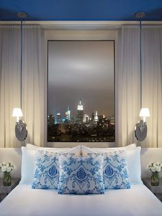 Enjoy the magnificent city backdrop from the Mondrian Soh