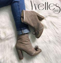 Ghete din piele naturala interior/exterior. Boots, Interior, Fashion, Atelier, Crotch Boots, Moda, Indoor, Fashion Styles, Shoe Boot