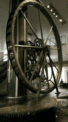 The self-sustaining wheel - Singapore