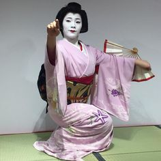 February 2017: Geiko Hisasuzu (Masunoya Okiya) of Pontocho performing in Hongkong.  Source: 小生活·大享受 on Instagram