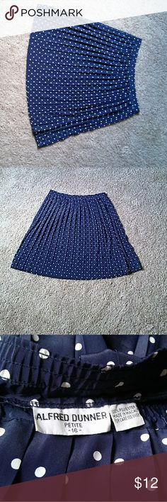 """Cute polka dot Alfred Duner skirt Polka dot skirt cute for summer 27"""" long Alfred Dunner Skirts"""