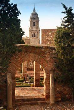 Alcazaba de Málaga / Málaga Citadel - Gateway to garden  http://www.andalucia.org/es/turismo-cultural/visitas/malaga/monumentos/alcazaba-de-malaga/