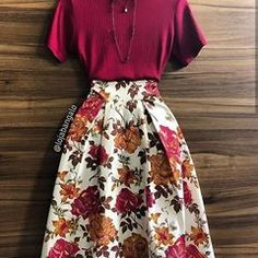 Burgundy top and floral midi skirt Mode Outfits, Skirt Outfits, Casual Outfits, 50s Outfits, Modest Fashion, Fashion Clothes, Fashion Dresses, Jw Fashion, Cheap Fashion
