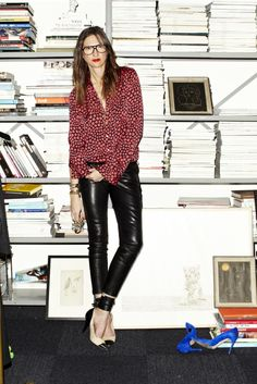 Love these photos of J.Crew's Jenna Lyons from Self Service Magazine. (photographs by Maciek Kobielski) You May Also Like.Inside Jenna Lyon's Office…Jenna Lyons spotted in Town & Country!The girl's got style… Style Outfits, Cool Outfits, Fashion Outfits, Workwear Fashion, Woman Outfits, Fashion Blogs, Fashion Brands, Looks Chic, Looks Style