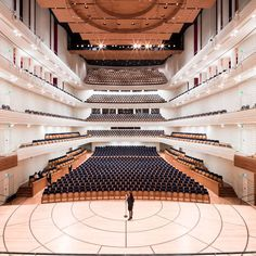 KKL Luzern's showpiece is its Concert Hall, which as well as featuring unique acoustics, offers a variety of options for hosting conferences. Hall Design, Church Design, Stage Design, Pavilion Architecture, Amazing Architecture, Modern Architecture, Hall Interior, Interior Stairs, Great Buildings And Structures