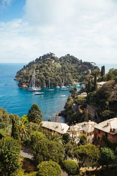 Dawn 'til Dusk in Portofino (The Londoner) Places To Travel, Places To See, Travel Destinations, Italy Holiday Destinations, Portofino Italy, Italy Holidays, Voyage Europe, Visit Italy, Roadtrip