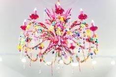 Candelabro de decorado con caramelos y golosinas, ingenioso. #DecoracionConDulces