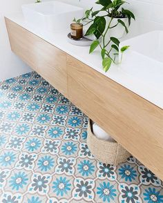 Moroccan Flower beauty in the bathroom.@beachcottage_4220 thanks for the lovely photo. Looks so fresh! #encaustictiles #handmadetiles #ihavethisthingwithtiles #bathroomdesign #jatanatiles #cementtiles #federal #byronbay #burleighheads #holidayaccomodation