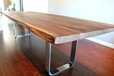 Salvaged live edge harvest table black walnut por LivingWoodDesign