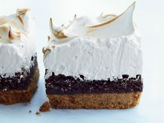 ~ S'mores Bars w/Marshmallow Meringue ~ These crazy-delicious bars from Savannah bakers Cheryl and Griffith Day feature a salty, crunchy graham cracker crust topped with a rich chocolate filling and fluffy, light, marshmallowy meringue ~ Fun Desserts, Delicious Desserts, Dessert Recipes, Awesome Desserts, Marshmallow Meringue Recipe, Meringue Food, Marshmallow Cookies, Naked Cakes, S'mores Bar