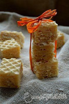 Karamel oblanda .... Caramel Wafer Bars My Recipes, Sweet Recipes, Dessert Recipes, Cooking Recipes, Bosnian Recipes, Croatian Recipes, Macedonian Food, Ice Cream Candy, Sugar Cravings