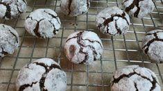 עוגיות שלג טבעוניות וכשרות לפסח. מתוקות מאד, טעימות מאד.
