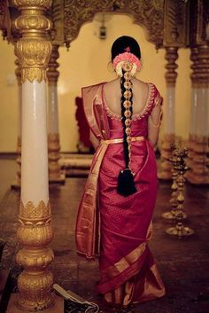 Trendy and Eye-Catching Poojadai for South Indian Pretty Brides – Vaagai Bridal Hairstyle Indian Wedding, South Indian Bride Hairstyle, Indian Wedding Hairstyles, Indian Bridal Fashion, Blouse Designs Silk, Bridal Blouse Designs, Saree Wedding, Bridal Lehenga, Indische Sarees