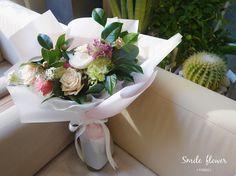 """눈오는날 #심쿵다발  배송완료! . . . ⛄ kakao id. 스마일플라워앤카페 ⛄ 블로그. http://blog.naver.com/smile-flower . """"당신의 스마일을 보고싶어요"""" 'for your smile' SMILE FLOWER☕️CAFE . #smileflower #smilecafe #flowercafe #smile #flower #florist #flowershop #handtied #여의도 #여의도스마일 #여의도플라워#여의도꽃집 #스마일플라워 #스마일플라워카페 #플라워카페 #플로리스트 #꽃 #플라워 #꽃스타그램 #당일배송 #꽃배달 #여의도꽃배달#花礼物 #花 #菜篮子"""