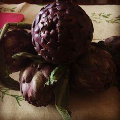 Alcachofas moradas, pero qué bonitas son, a ver cómo me salen! 😊#alcachofas #verdurafresca #sanosano #ricorico #delicious #nutricion #vitaminas #comidadeverdad