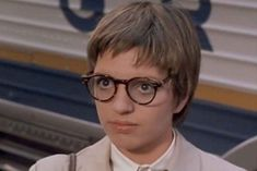 glasses Liza Minelli The Sterile Cuckoo Liza Minnelli, Cool Glasses, Cat Eye Glasses, The Cooler Movie, Barbara Bel Geddes, Far Side Cartoons, Miranda Priestly, The Big Sleep, Harold Lloyd