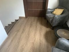 Schodiště z vinylu Dub Wild   Specialista na vinylové podlahy a schody  BUKOMA  Hardwood Floors, Flooring, Home Appliances, Wood Floor Tiles, House Appliances, Wood Flooring, Appliances, Floor