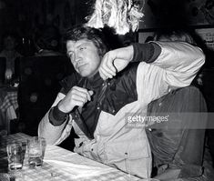 Browse Lee Majors Birthday Party - April 22, 1977 latest photos. View images and find out more about Lee Majors Birthday Party - April 22, 1977 at Getty Images.