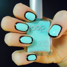 adifferentshade:  Outlined Nails  Aquamarine NOTWinspiration! Never thought about outlining..