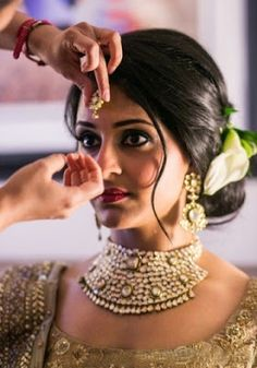 indian bridal hairstyles for medium hairhttp://www.fashioncluba.com/2017/04/indian-bridal-hairstyles-that-looks-perfect-for-wedding.html