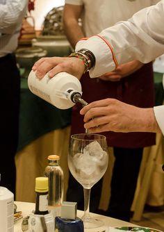 VINO, GASTRONOMIA Y VIAJES (Entre Fogones y Gin Tonics): Cuando la cabra tira al Gin
