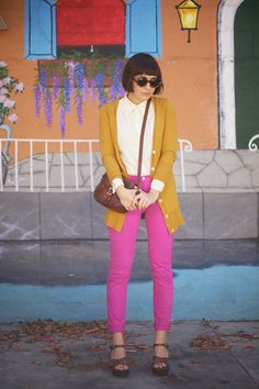 I've always wanted pink pants (like how I always wanted to dye my hair blue) and now that I see how normal they look here...maybe I could pull it off?