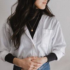 Sharing some details of this layered look. ⠀⠀ I'm really digging the colour contrast of the white shirt and the dark grey turtleneck. Cute Casual Outfits, Fall Outfits, Summer Outfits, Fashion Outfits, Summer Clothes, Winter Layering Outfits, Winter Clothes, Hipster Outfits, White Shirt Outfits