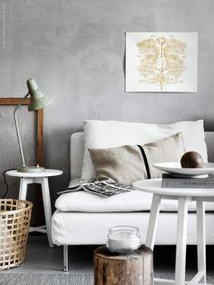 I SÖDERHAMN soffa, design Ola Wihlborg, sitter man djupt, lågt och mjukt! Det luftiga och lätta formspråket gör den till den perfekta sommarsoffan, bara att krypa upp med en bra film när solen gått och lagt sig för kvällen.