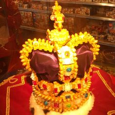 ...and her #lego #crown #hamleys #piilotettuaarre