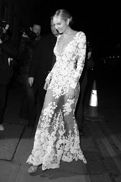 This is how I want my wedding dress!!!!