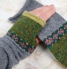 Mitts pattern by Helen Gray Designs Ravelry: Project Gallery for Rose Mitts pattern by Helen Gray DesignsRavelry: Project Gallery for Rose Mitts pattern by Helen Gray Designs Fair Isle Knitting, Knitting Socks, Hand Knitting, Knitting Patterns, Crochet Gloves Pattern, Crochet Mittens, Knit Crochet, Crochet Cats, Crochet Birds
